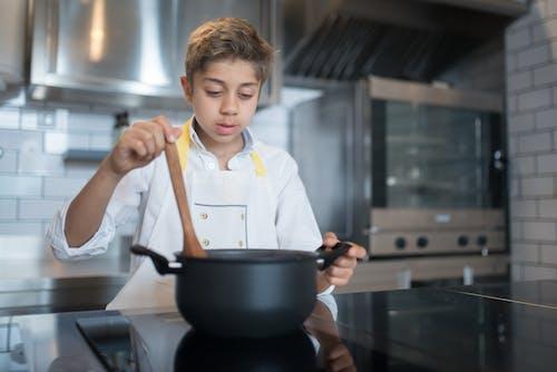 Photos gratuites de casserole, chef, cuillère en bois