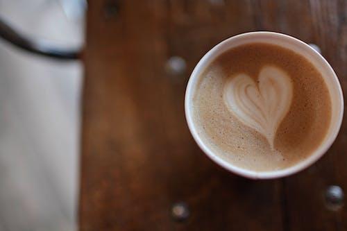 Základová fotografie zdarma na téma caffè latte art, dřevo, horko, hrnek