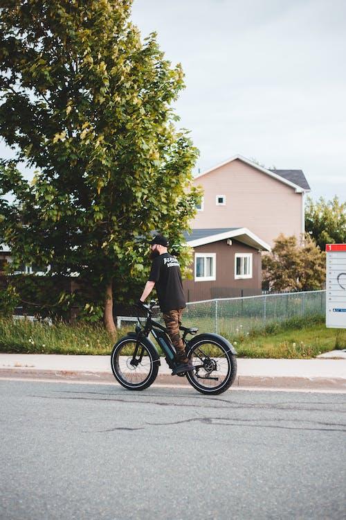 Kostenloses Stock Foto zu beförderungsart, fahrrad fahren, motorradfahrer