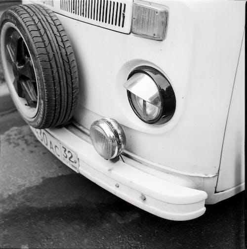 Kostenloses Stock Foto zu auto, beförderungsart, graustufen