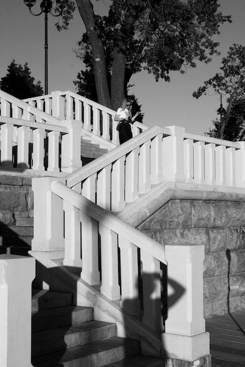Ảnh lưu trữ miễn phí về ánh sáng, bậc thang, ban công