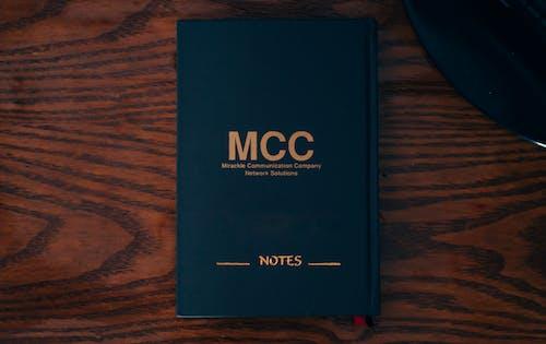 Foto d'estoc gratuïta de bloc de notes, diccionari, fusta