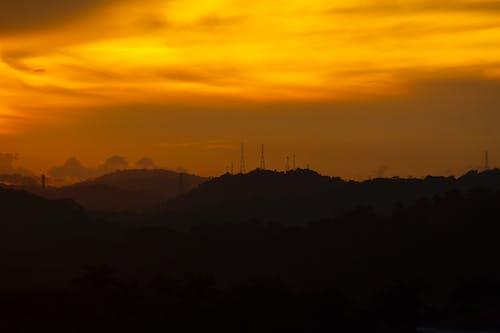 Gratis arkivbilde med fjell, solnedgang bakgrunn