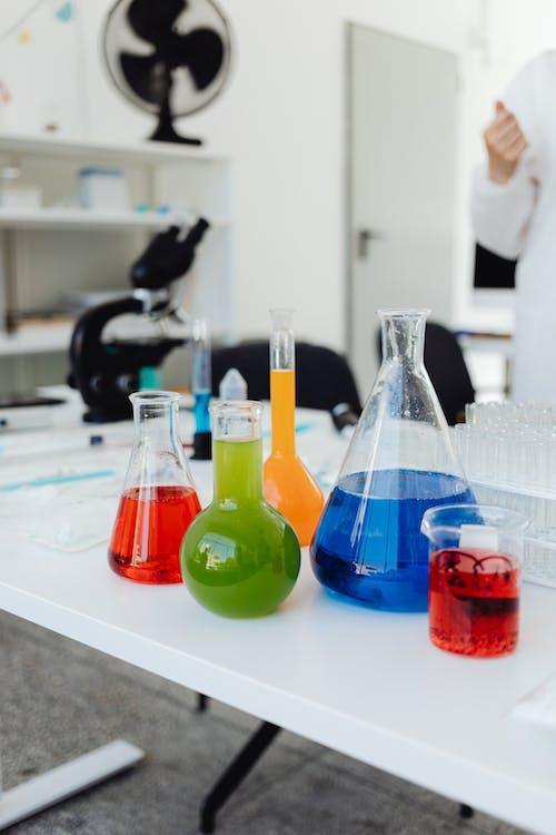 Fotos de stock gratuitas de ciencia, colorido, cubilete