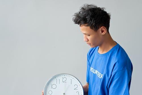 Immagine gratuita di camicia blu, concetto, mostrando