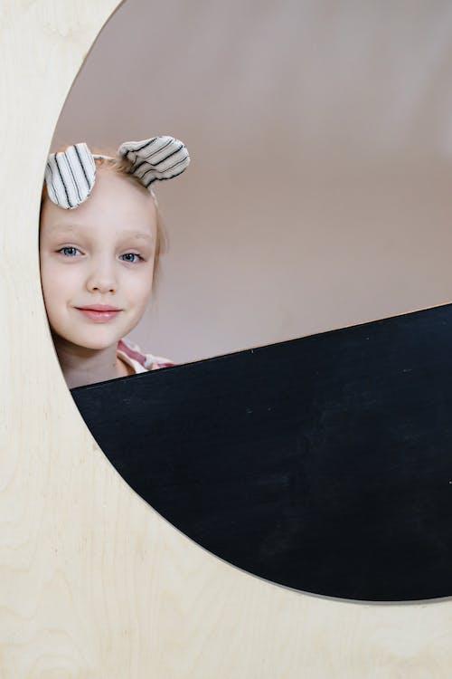 Gratis stockfoto met aanbiddelijk, glimlachen, jong meisje