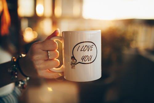 Kostenloses Stock Foto zu cappuccino, dämmerung, draußen