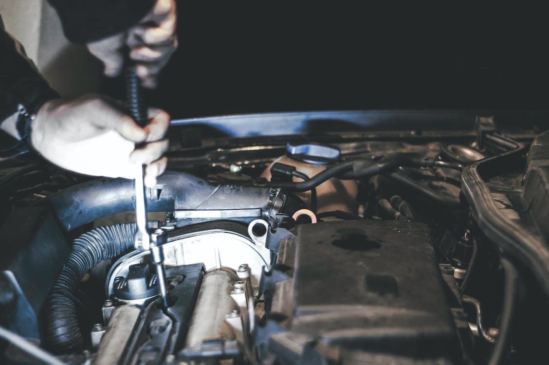 Kostenloses Stock Foto zu auto, festsetzung, mechaniker