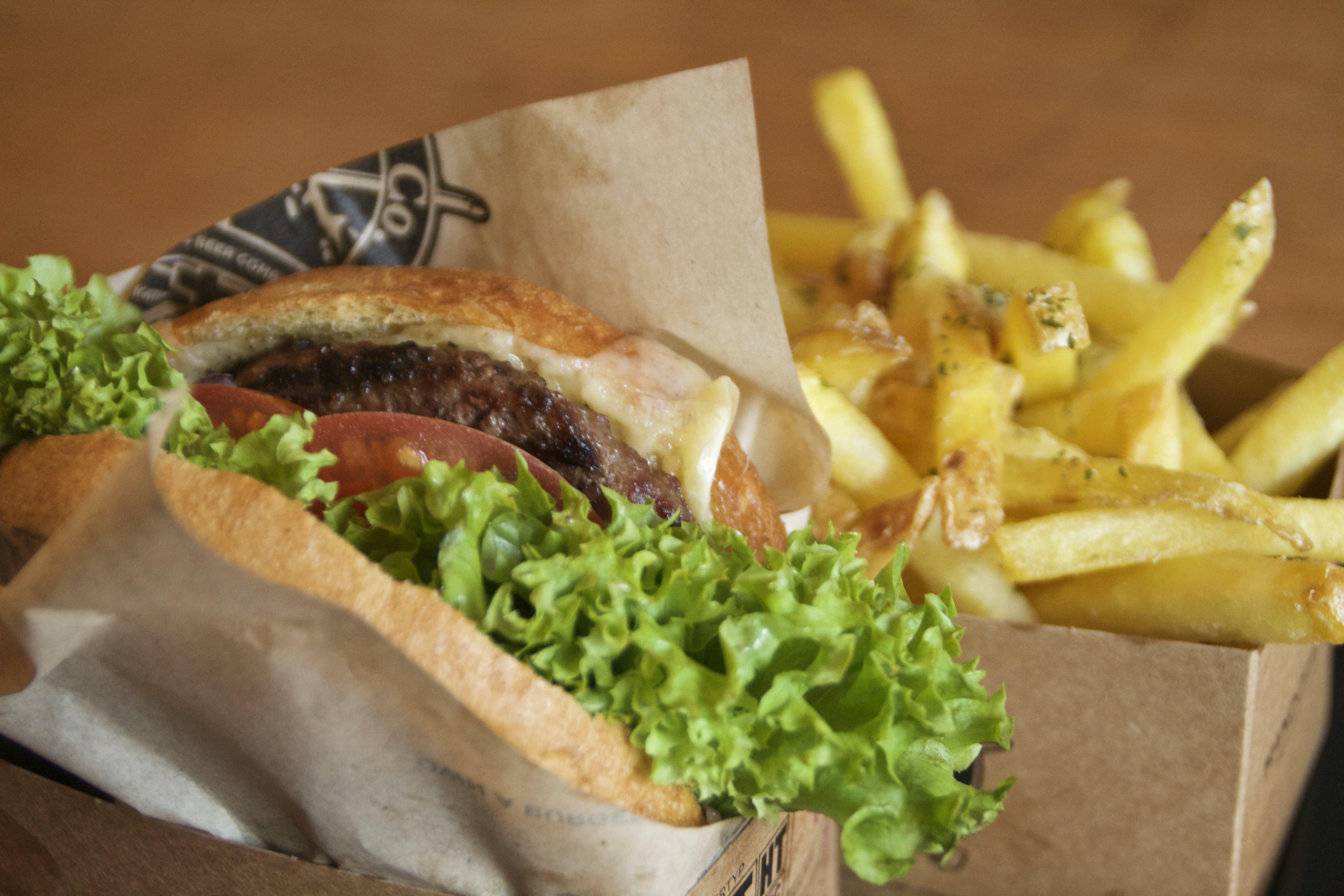 Kostenloses Stock Foto zu burger, essen, foodporn, fritten