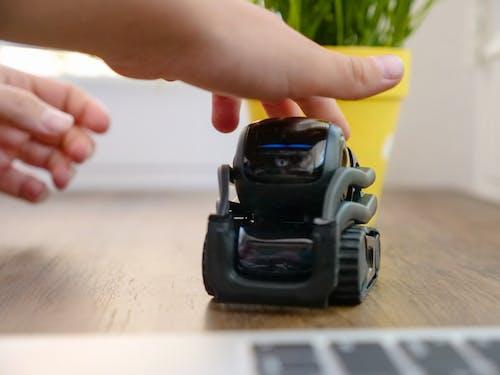 Безкоштовне стокове фото на тему «ai, електроніка, іграшка»