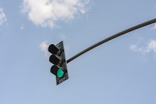 Foto stok gratis bidikan sudut sempit, lampu hijau, lampu lalu lintas