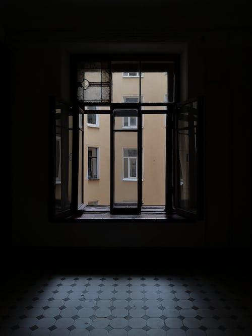Foto profissional grátis de abandonado, arquitetura, artigos de vidro