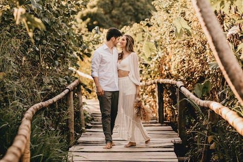 Ingyenes stockfotó álló kép, csók, eljegyzés témában