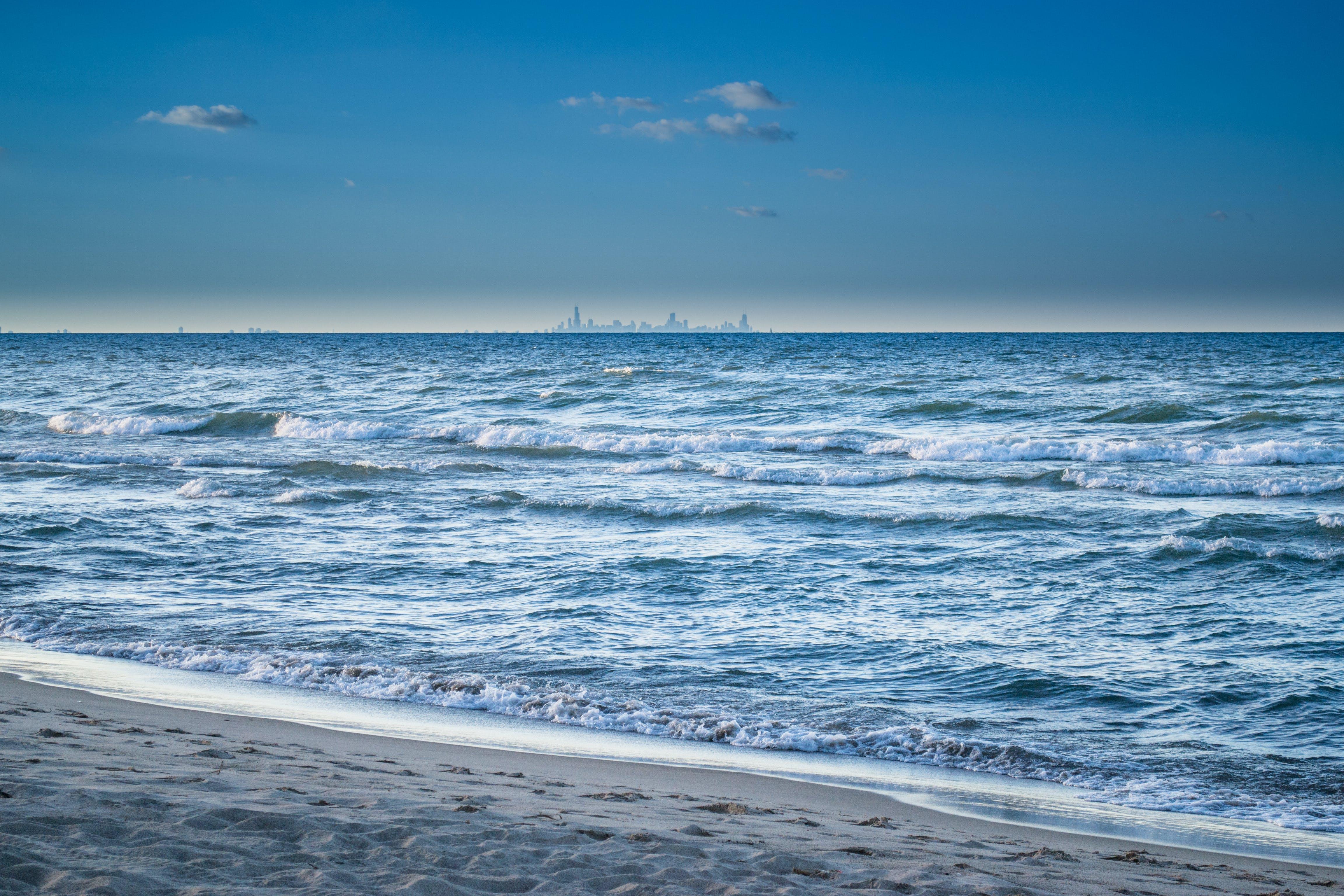 Kostenloses Stock Foto zu blauer himmel, himmel, horizont, küste