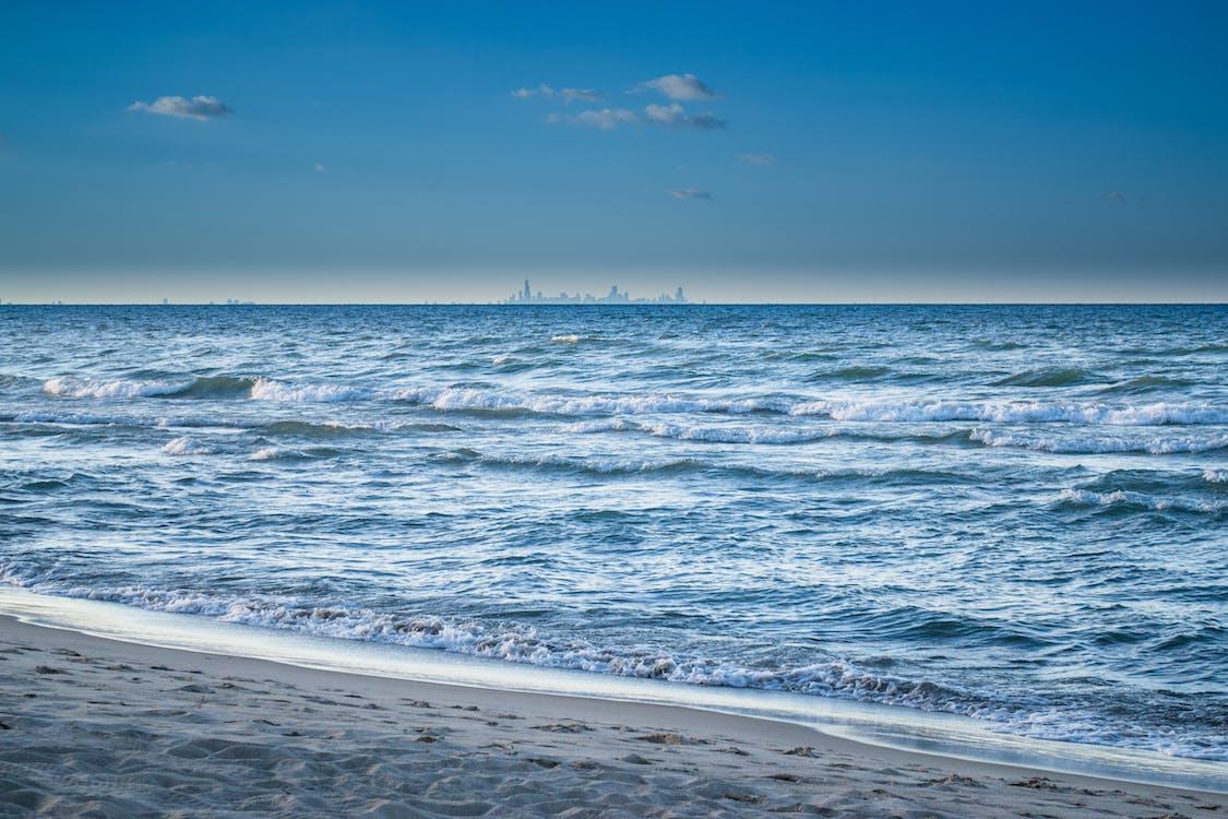 blå himmel, bølger, dagtimer