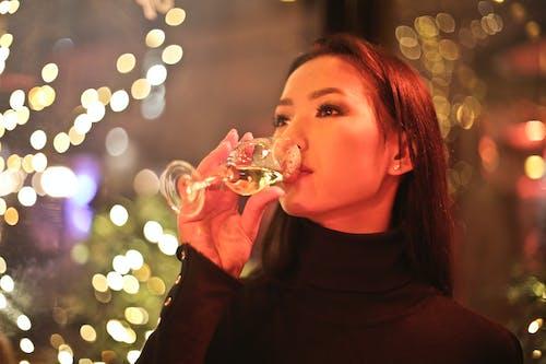 Darmowe zdjęcie z galerii z alkohol, azjatka, azjatycka dziewczyna, bokeh