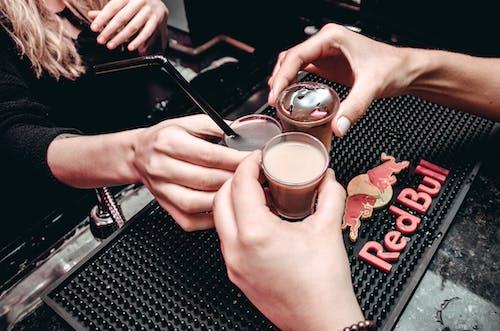 Darmowe zdjęcie z galerii z człowiek, dziewczyna, kawa, kawiarnia