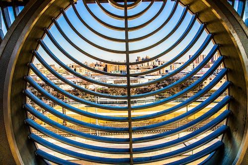 คลังภาพถ่ายฟรี ของ ตอนกลางวัน, ตึก, ทอง, ท้องฟ้าสีคราม