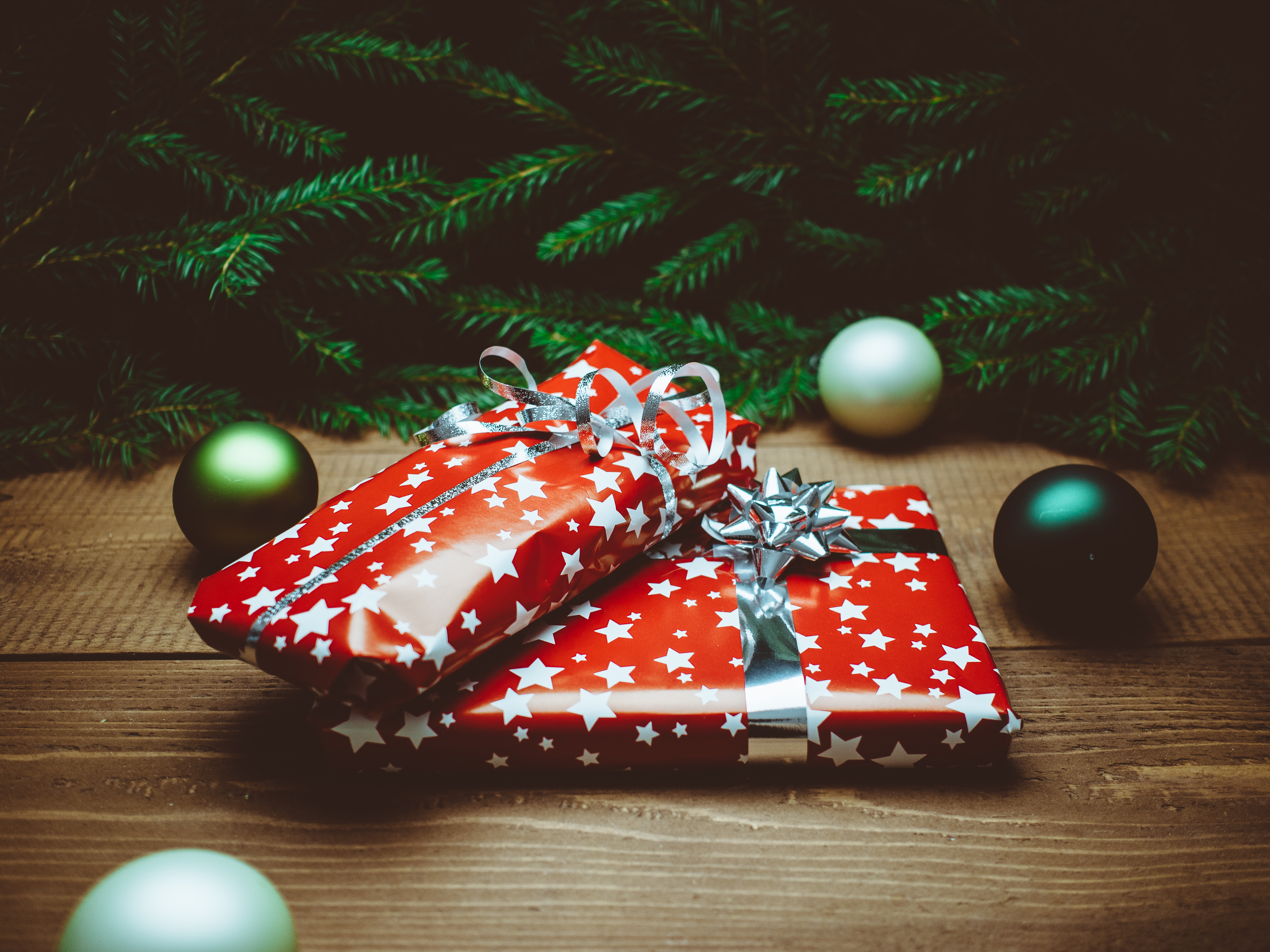 Free stock photo of red, ball, present, green