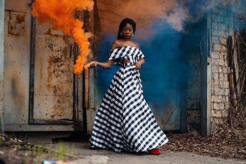 aşındırmak, bakmak, duman, elbise içeren Ücretsiz stok fotoğraf