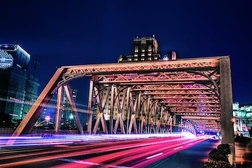 Gratis lagerfoto af aften, arkitektur, bevægelse, biler