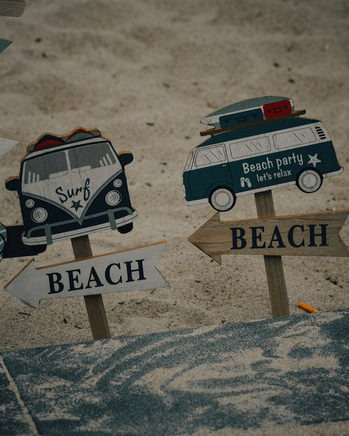 Brown Wooden Welcome to the Beach Signage
