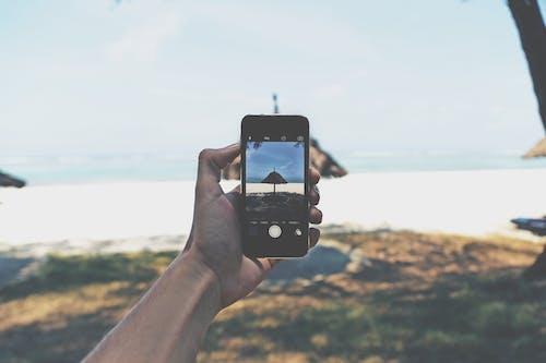 Foto d'estoc gratuïta de aigua, dia, dispositiu, fent una foto