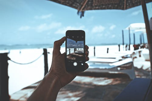 Δωρεάν στοκ φωτογραφιών με smartphone, ακτή, ανθρώπινος, άνθρωπος