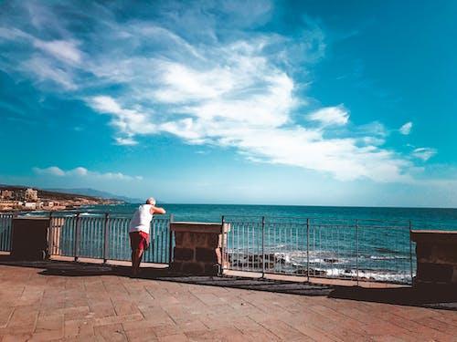 Δωρεάν στοκ φωτογραφιών με ακτή, άνδρας, άνθρωπος, αποβάθρα