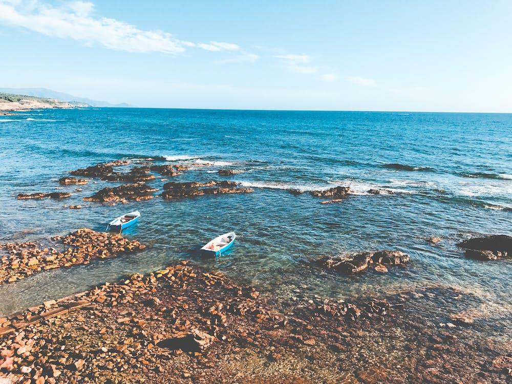 ακτή, άμμος, βάρκες
