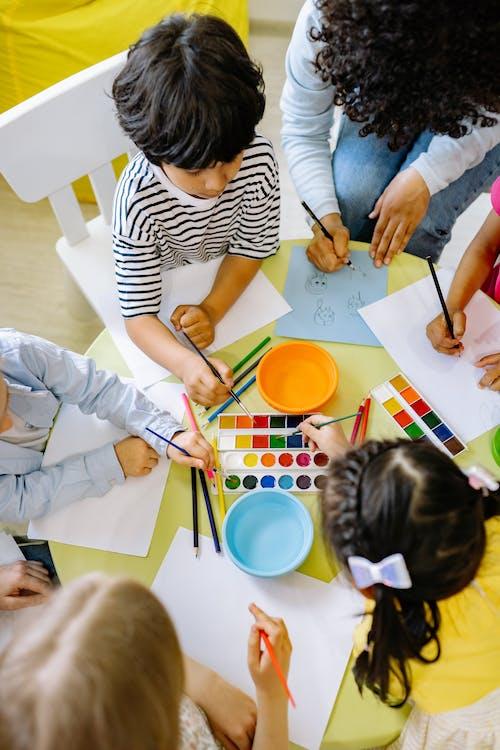 Fotobanka sbezplatnými fotkami na tému akvarelové farby, deti, elementárne