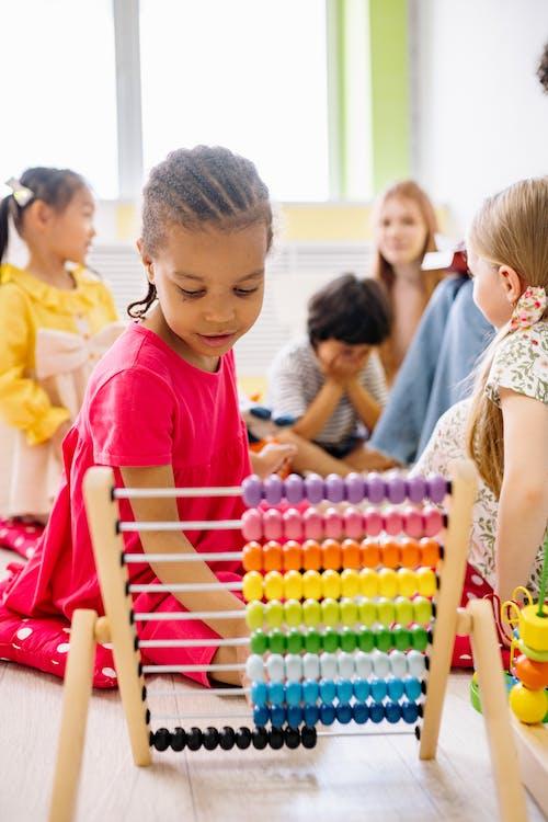 Ingyenes stockfotó általános iskola, barátság, beltéri témában