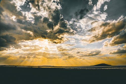 Foto d'estoc gratuïta de cel, colors, llum del dia, muntanyes