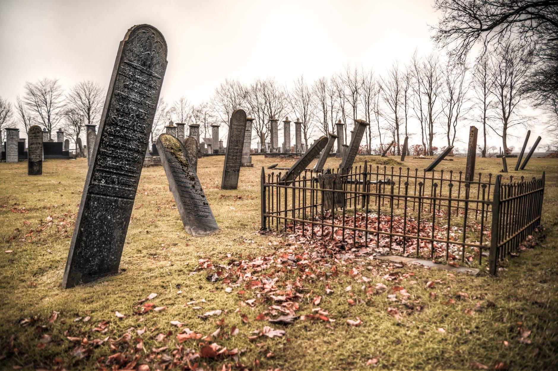На кладовищі в Нікополі щось відбувається