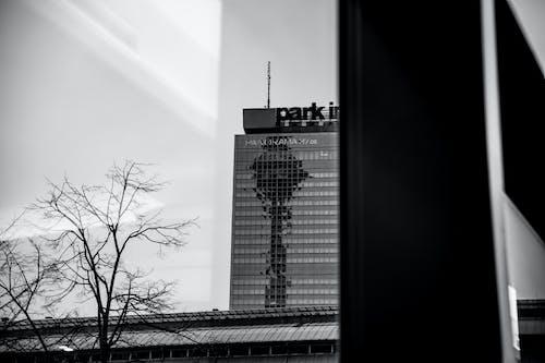 bina, çok katlı, gökdelen içeren Ücretsiz stok fotoğraf