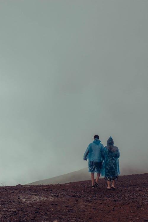 Fotos de stock gratuitas de brumoso, caminando, con neblina