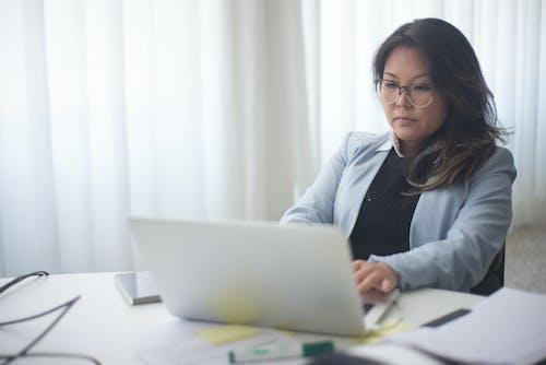 商業, 女人, 工作場所 的 免費圖庫相片
