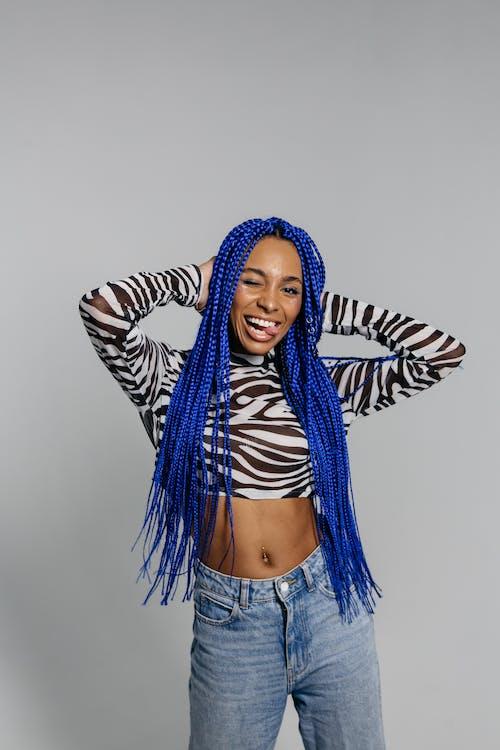 Gratis lagerfoto af afro fletning, afroamerikansk kvinde, blåt hår