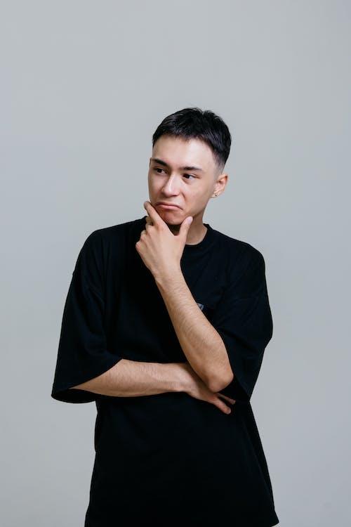 Kostenloses Stock Foto zu asiatischer mann, denken, fragen