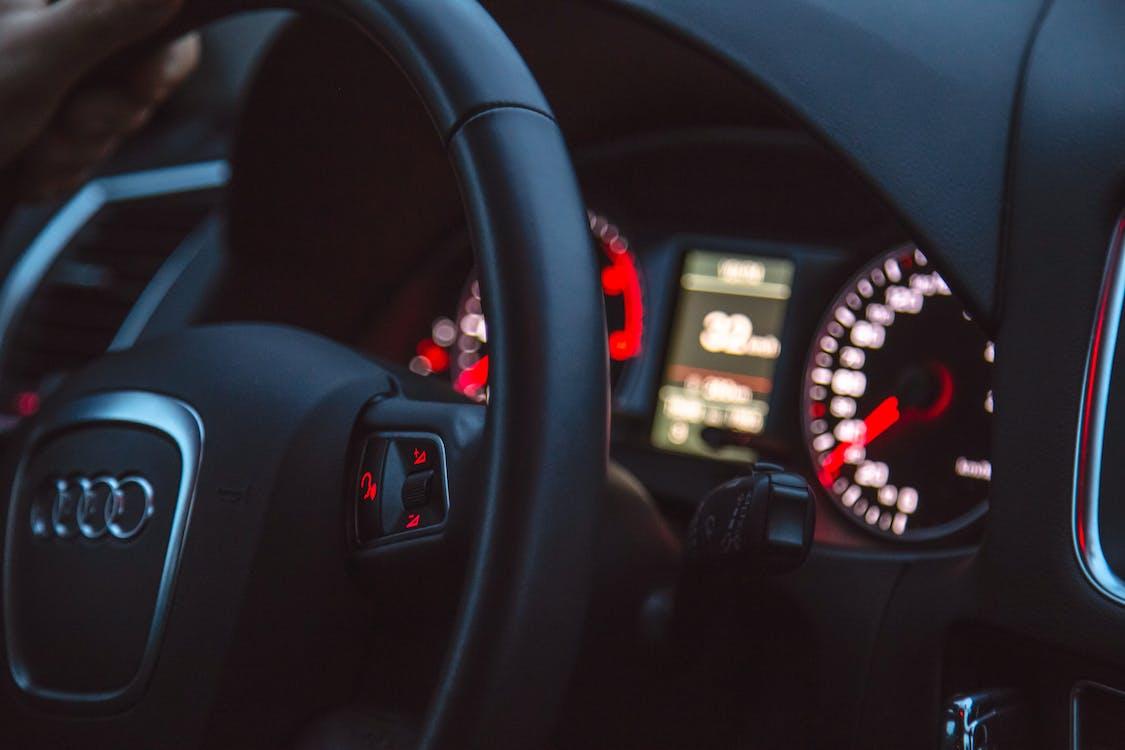 Kostnadsfri bild av audi, bil, hastighetsmätare