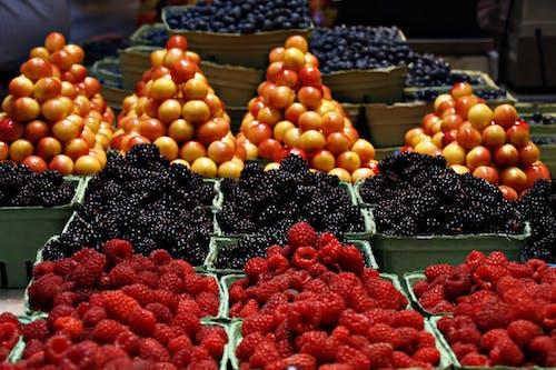 Foto stok gratis banyak, barisan, bentuk, buah-buahan