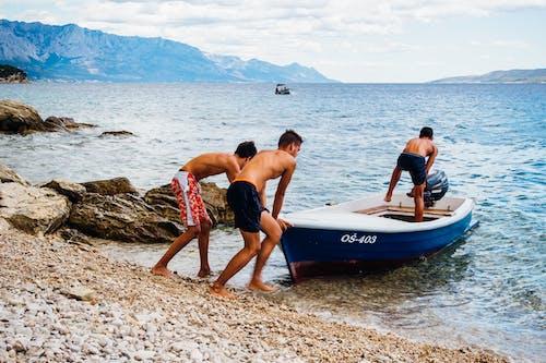 Foto d'estoc gratuïta de acomiadar-se, aigua, barca, diversió