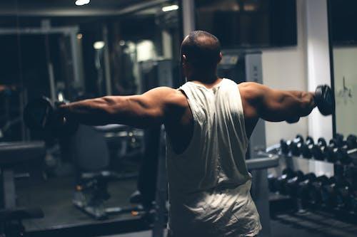 Gratis lagerfoto af bodybuilding, fitnesscenter, håndvægte