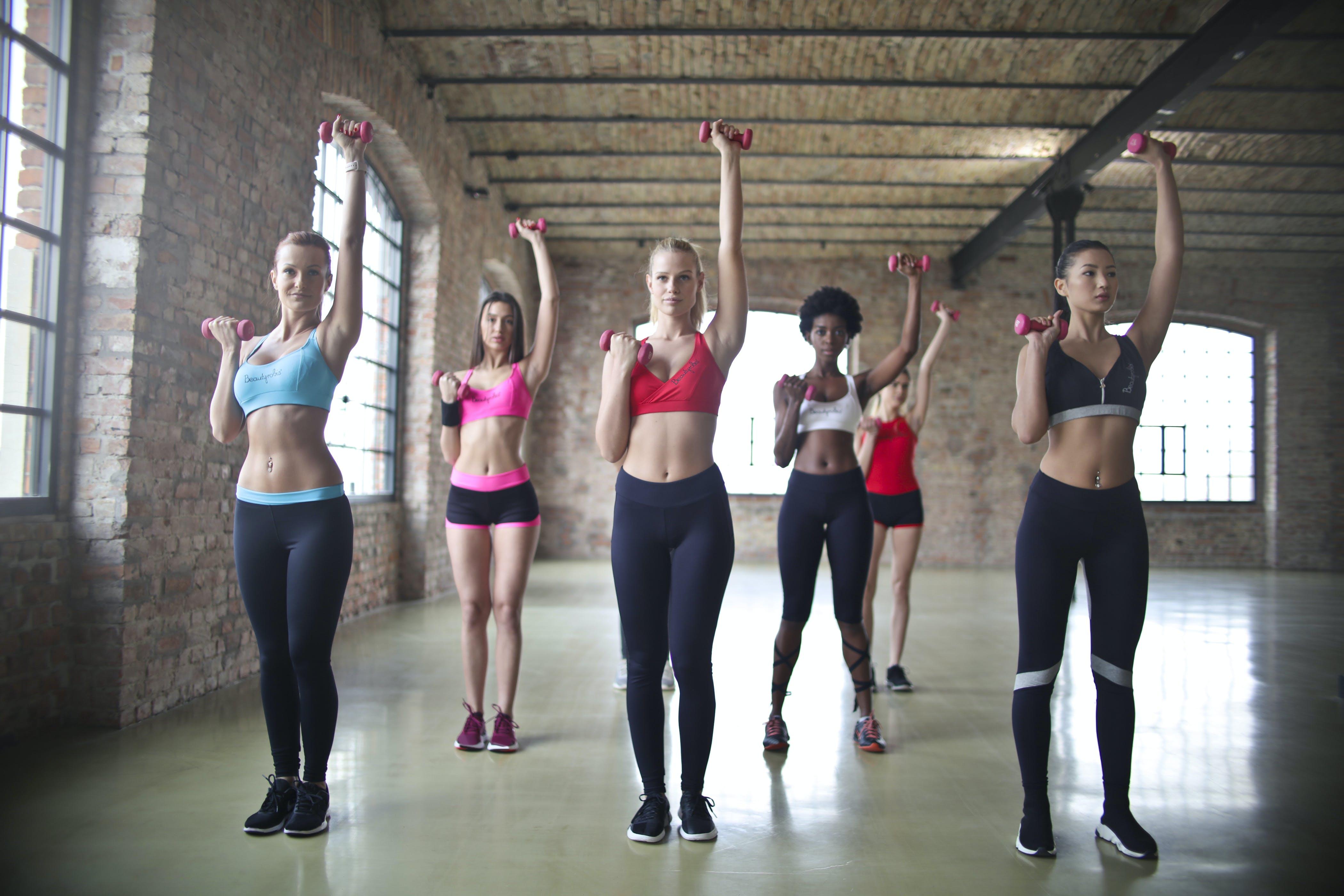 Kostenloses Stock Foto zu fashion, menschen, frauen, tanzen