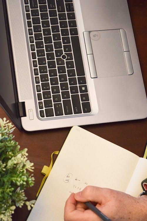 Fotos de stock gratuitas de diario, escribiendo, escribiendo a mano, escribir