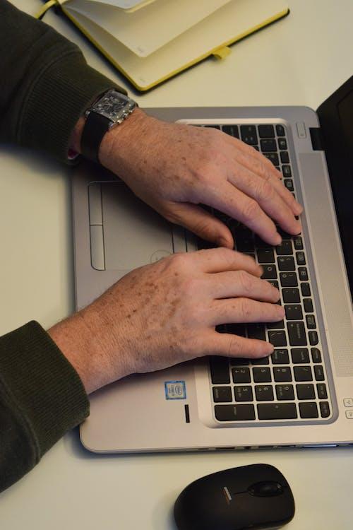 Fotos de stock gratuitas de diario, escribir a máquina, escritorio, oficina