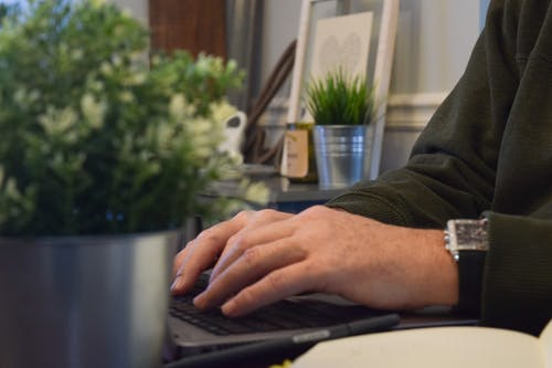 Fotos de stock gratuitas de escribir a máquina, oficina, ordenador portátil, trabajando