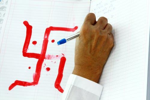 Безкоштовне стокове фото на тему «білий, блокнот, кулькова ручка, писати»