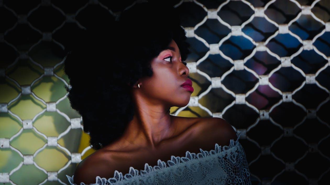 cô gái da đen, con gái, hàng rào