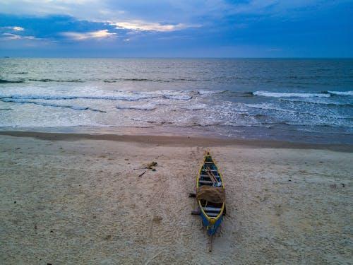 Δωρεάν στοκ φωτογραφιών με βάρκα, βραδινός ουρανός, δύση του ηλίου, ζωή στην παραλία